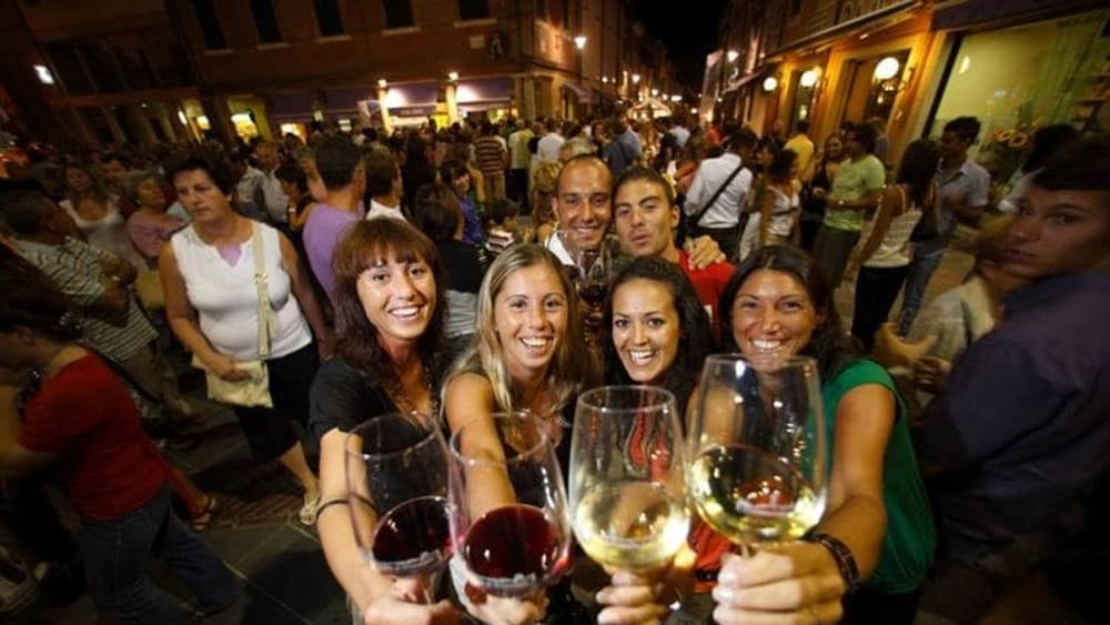 """""""Two fingers of white wine"""" Venetian tradition on August the first"""